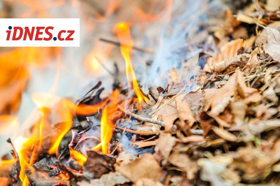 iDNES.cz informuje: Obce regulují pálení listí pomocí Mobilního rozhlasu